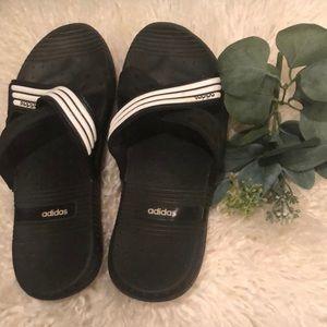 Adidas Rubber criss cross black & white Slides sz8